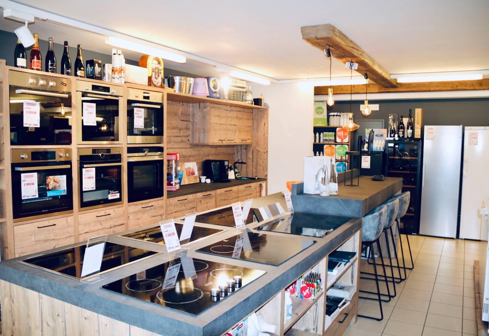 Immagine Il negozio che sembra una baita: ELECTRO SHOP in Val Badia 2