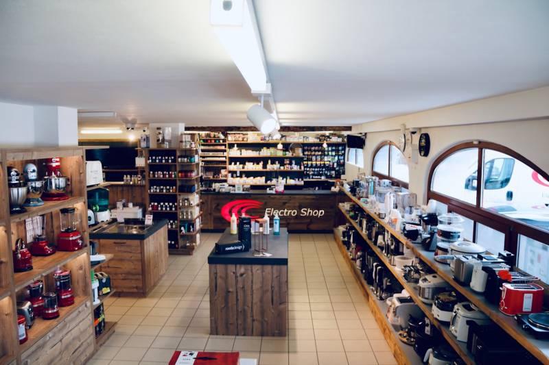 Il negozio che sembra una baita: ELECTRO SHOP in Val Badia