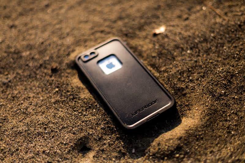 Smartphone in spiaggia? Consigli per la sopravvivenza